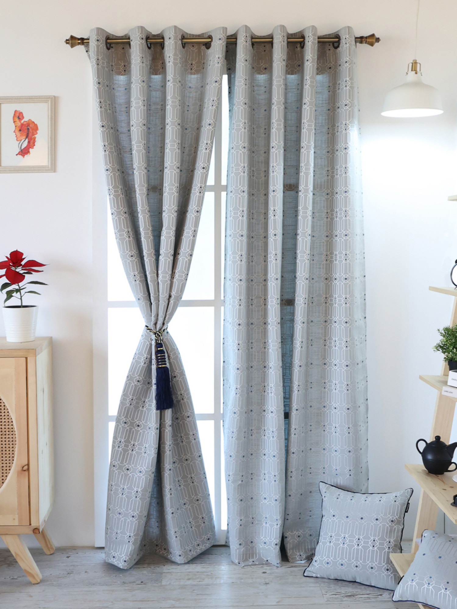 Ballota Curtain